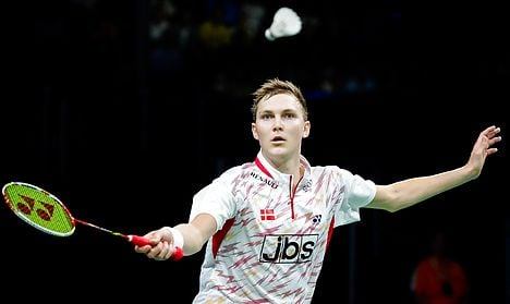 Axelsen will try to stop Lee's march to title