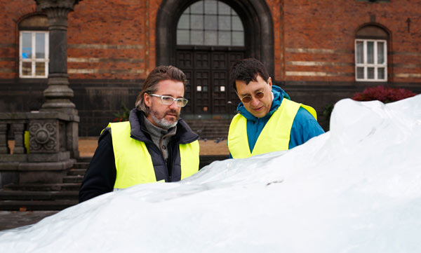 Climate 'wake-up call' as Greenlandic ice melts in Copenhagen