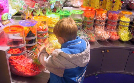 Danes world's second biggest candy eaters