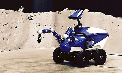 Danish astronaut guides robot from space