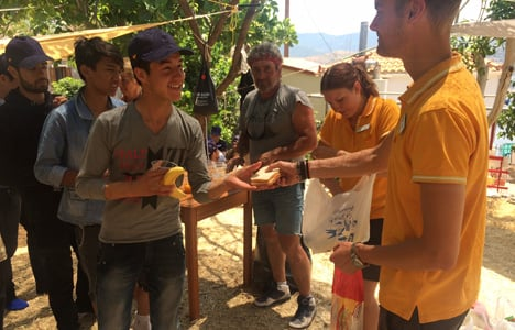 Danish tourists helping refugees in Greece