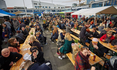 To combat loneliness, Danes and expats share a meal