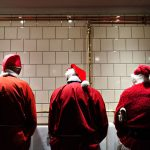 You never know when or where you might run into Santas during the annual event. Photo:  Mathias Løvgreen Bojesen/Scanpix