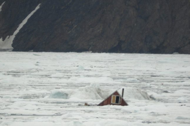 Experts uncertain on cause of Greenland disaster
