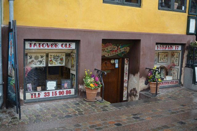 The owner of the Nyhavn 17 wants to convert the tattoo shop into kitchen space. Photo: Davut Çolak