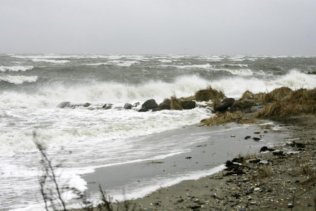 Rough weather to kick off weekend as temperatures drop
