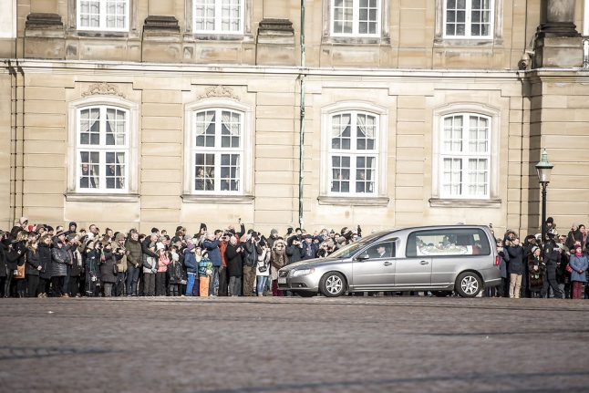 Prince Henrik's casket to be received by Royal Life Guards and boys' choir at Christiansborg church