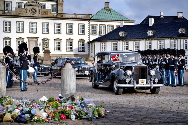 In pictures: Prince Henrik's casket brought to Amalienborg Palace