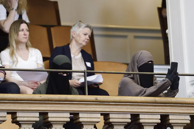 Police will not forcibly remove veils from women: Danish justice minister
