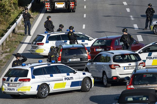 Police manhunt shuts connections between Denmark and Sweden