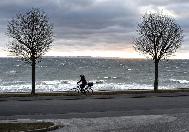 Gloves and scarves out as winter hits Denmark
