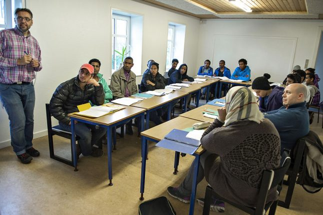 Refugees with jobs miss Danish lessons: language schools