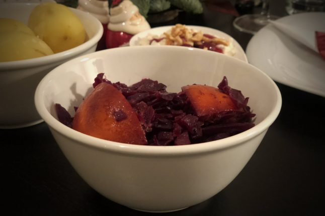 VIDEO: How to make Danish Christmas red cabbage