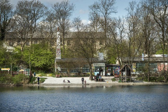 Police fire warning shots in response to stone-throwing in Christiania