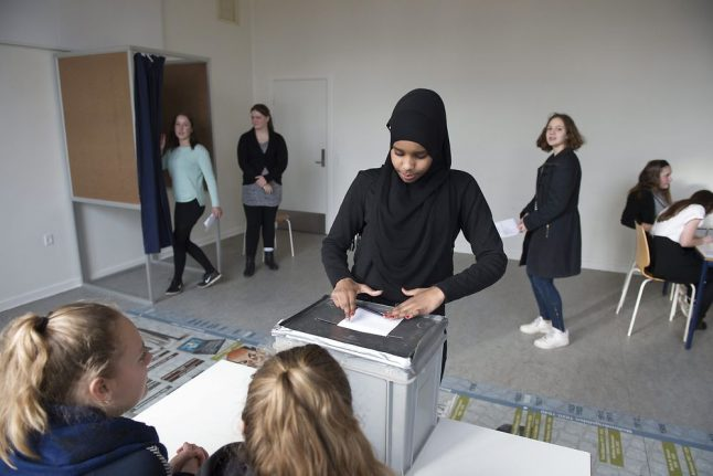 Danish youngsters to vote in 'school general elections'