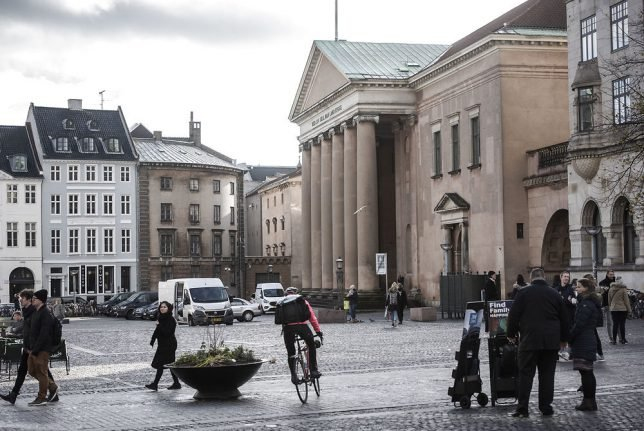 Police clear area in central Copenhagen due to suspicious package