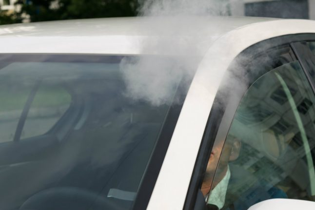 Driver throws cigarette out of window, tells Danish police it is a joint, gets fined for littering
