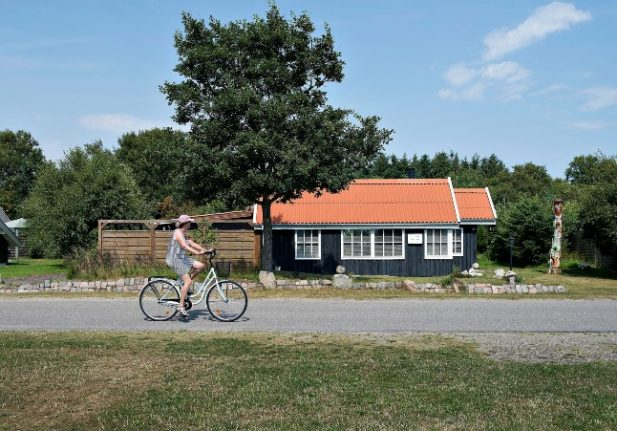Families of Danes abroad soon able to visit for holidays