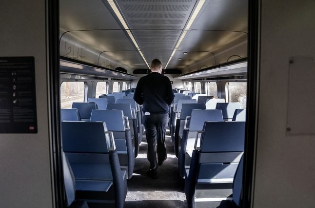 Danish rail company criticised after scrapping coronavirus seat reservation rule